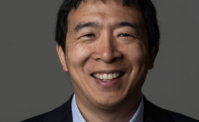 "Andrew Yang : ""The War on Normal People: The Truth About America's Disappearing Jobs and Why Universal Basic Income   Is Our Future (English Edition)"""